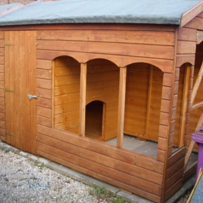 Image of dog kennel with run